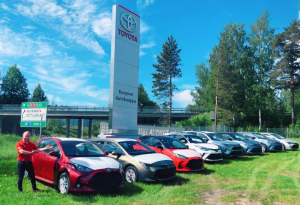 Polttaako kesäkatu? Meiltä uusi Toyota ajoon jopa muutamassa päivässä!  60-kymppisen Kuopion Autokaupan mahtavat kesäedut: Nyt u...