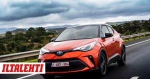 """Ensikoeajossa Toyota C-HR facelift: """"Ei kukaan osta näin erikoisen näköistä Toyotaa"""""""