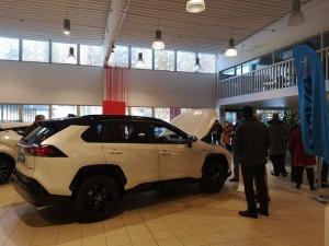 Tervetuloa Toyota näyttelyyn tänään klo 15 saakka. Ensiesittelyssä uuden sukupolven RAV4 Hybrid. Kahvitarjoilu pullan kera, tervetuloa kokemaan Hybridi fiilis.