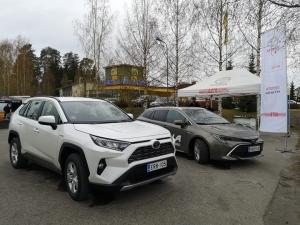 Kaavilla tänään koeajettavissa klo 14 saakka Toyota Hybridit Camry Active, Corolla Touring Sports 2.0 Style ja RAV4 AWD-i. Tarjoamme munkkikahvit ja Olvin koeajolahjan.
